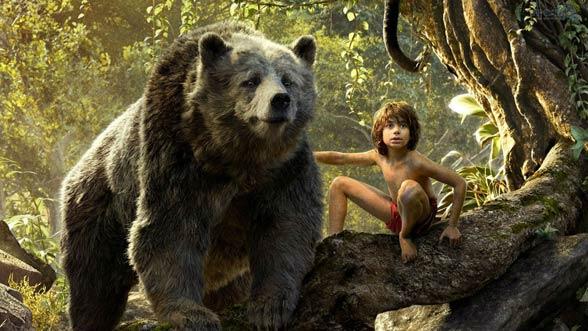 Mowgli - kadr z filmu Księga dżungli